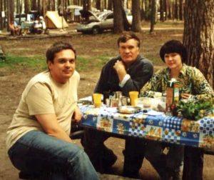 Сергей Егоров, Михаил Речкин и Ирина Тряпицына на озере Линёво.
